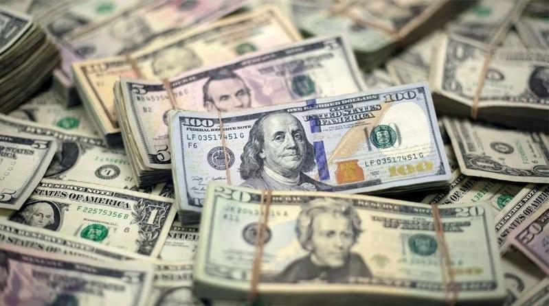 Напередодні виборів долар продовжує дешевшати: прогнози експертів