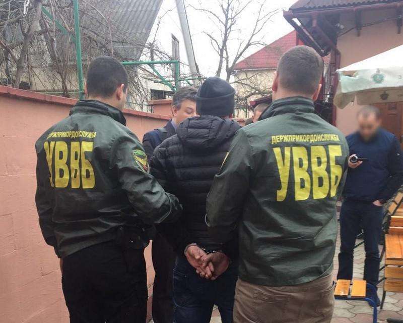 Закарпатець намагався підкупити прикордонника для незаконного переміщення цигарок через українсько-угорський кордон