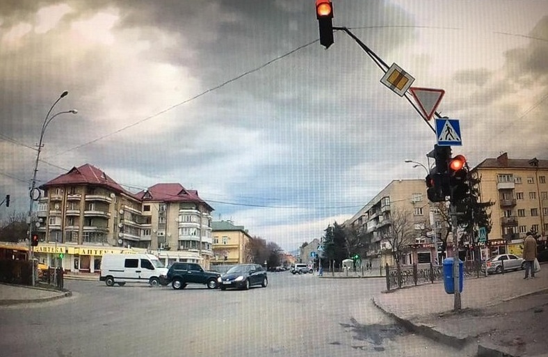 Відеореєстратор зафіксував момент ДТП в Ужгороді