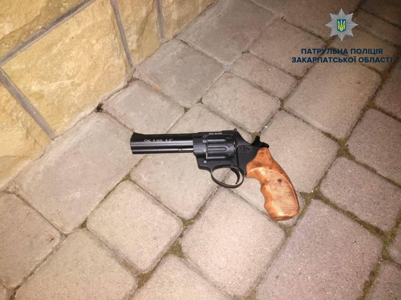 У Мукачеві 9 березня п'яний чоловік намагався вбити своїх дітей