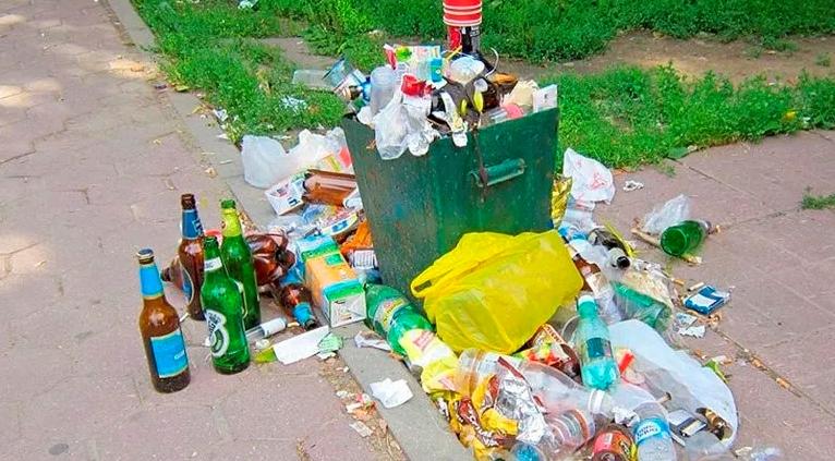 Українців хочуть штрафувати за викидання сміття повз урну