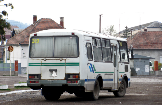"""У Мукачеві з автобуса """"Мукачево-Червеньово"""" випали дві жінки"""