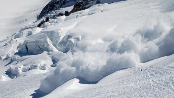 Рятувальники попереджають туристів про сходження лавин на Закарпатті