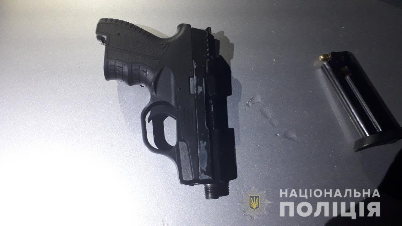 Вночі у Кольчині в 23-річного мукачівця знайшли пістолет
