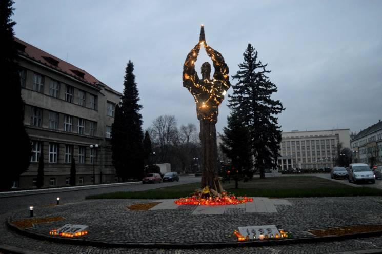 Монумент жертвам Голодоморів в Ужгороді перенесуть