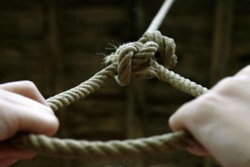 Моторошна смерть у Хусті: родичі знайшли чоловіка мертвим