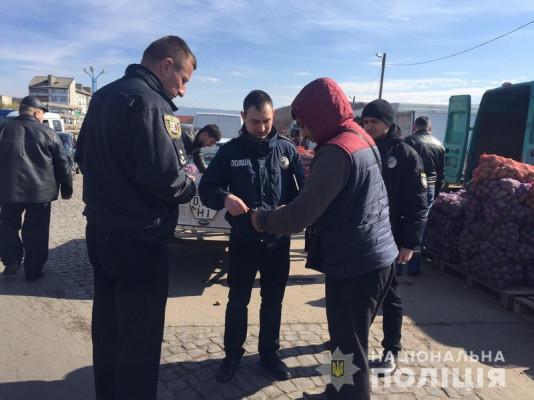 Поліцейські провели рейд на ринку