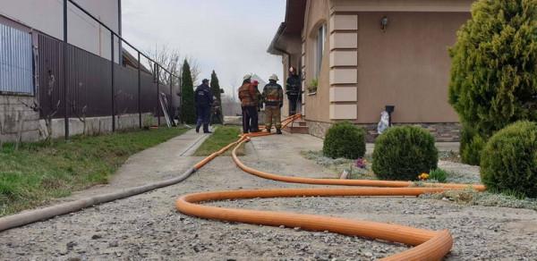 12 рятувальників гасили пожежу в Ужгородському районі