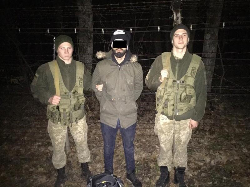 Опівночі біля села Оноківці, що на Ужгородщині, виявили нелегала