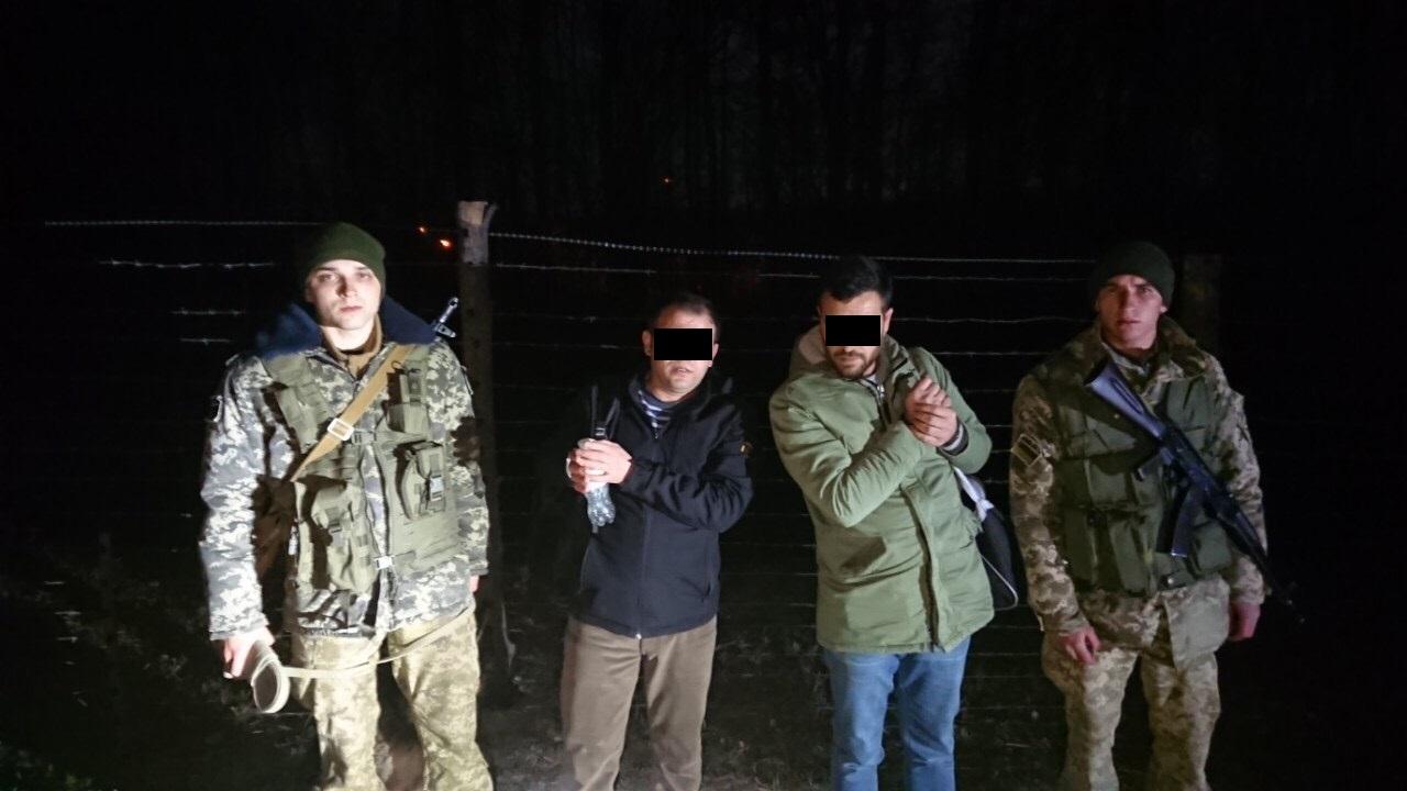 На Ужгородщині сьогодні вночі затримали трьох нелегалів