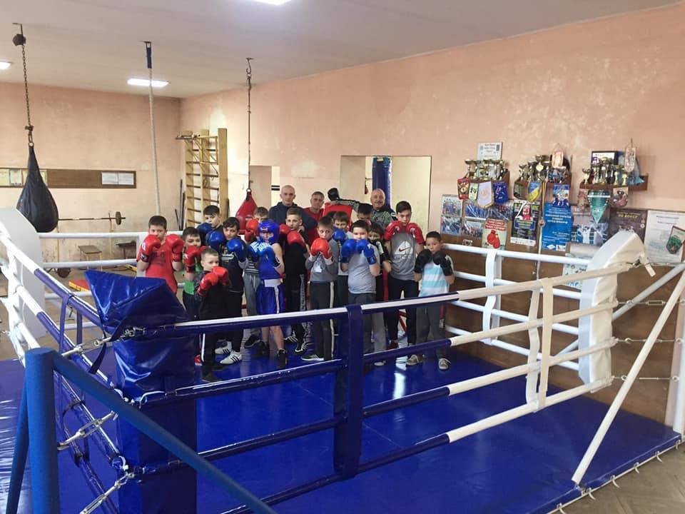 У Мукачеві облаштували боксерський ринг для молоді