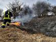 Через загорання сухостою ледве не згорів житловий будинок