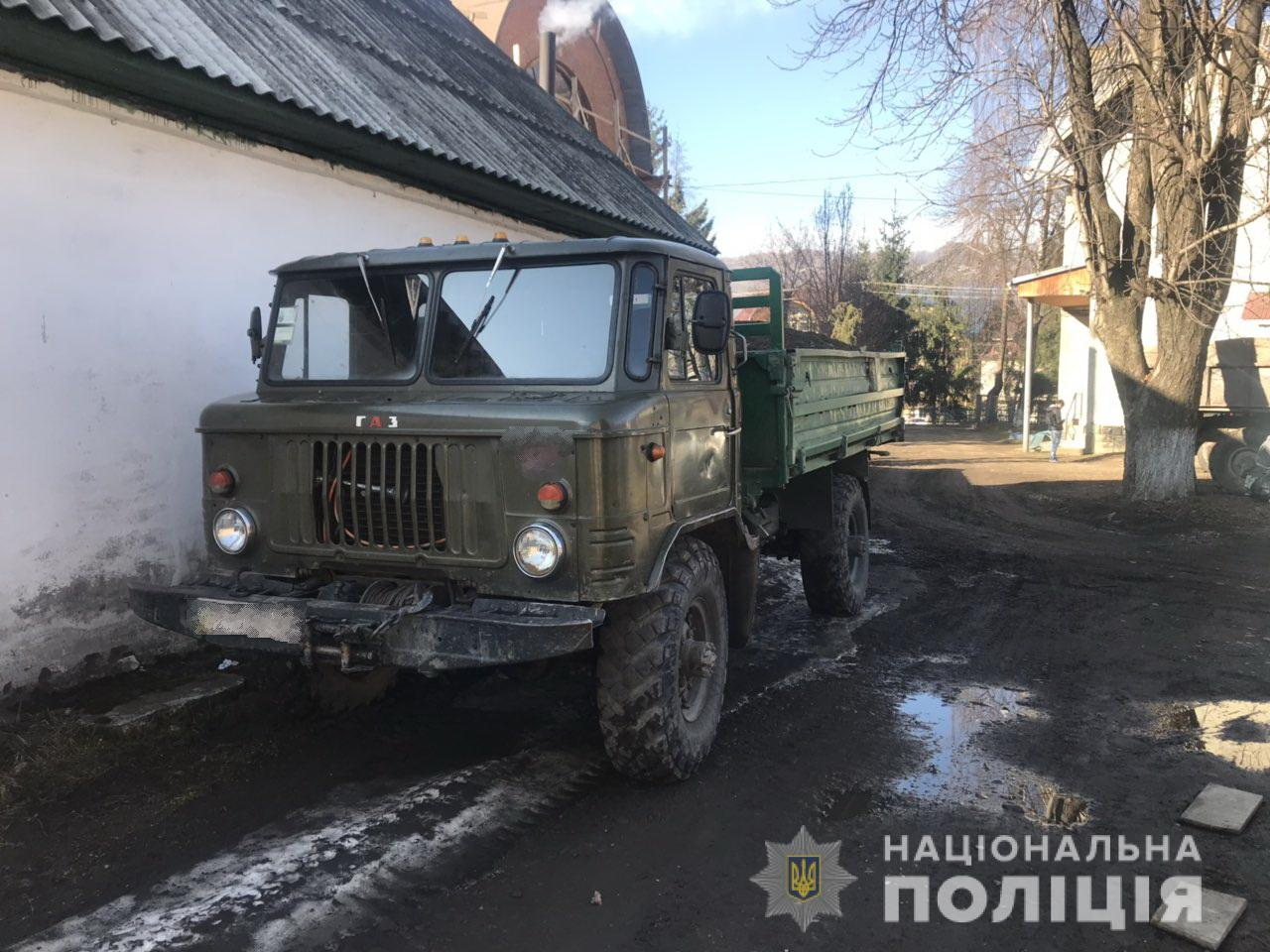 У Дубовому поліція зупинила автомобіль «ГАЗ», який перевозив вантаж без документів