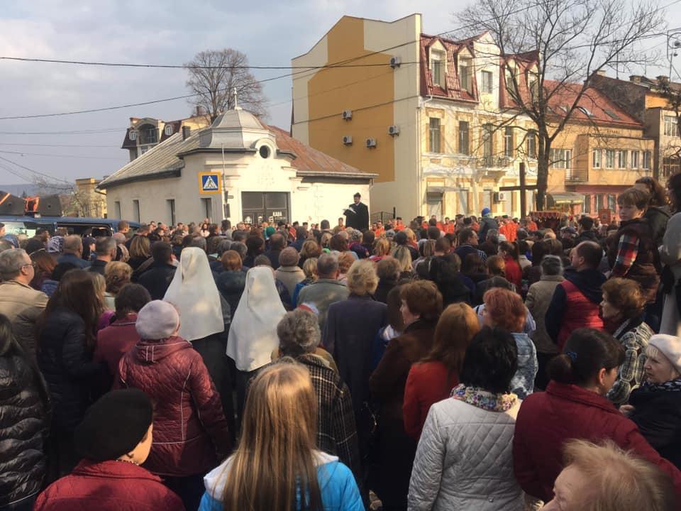 В Ужгороді чимало людей взяли участь у Хресній ході