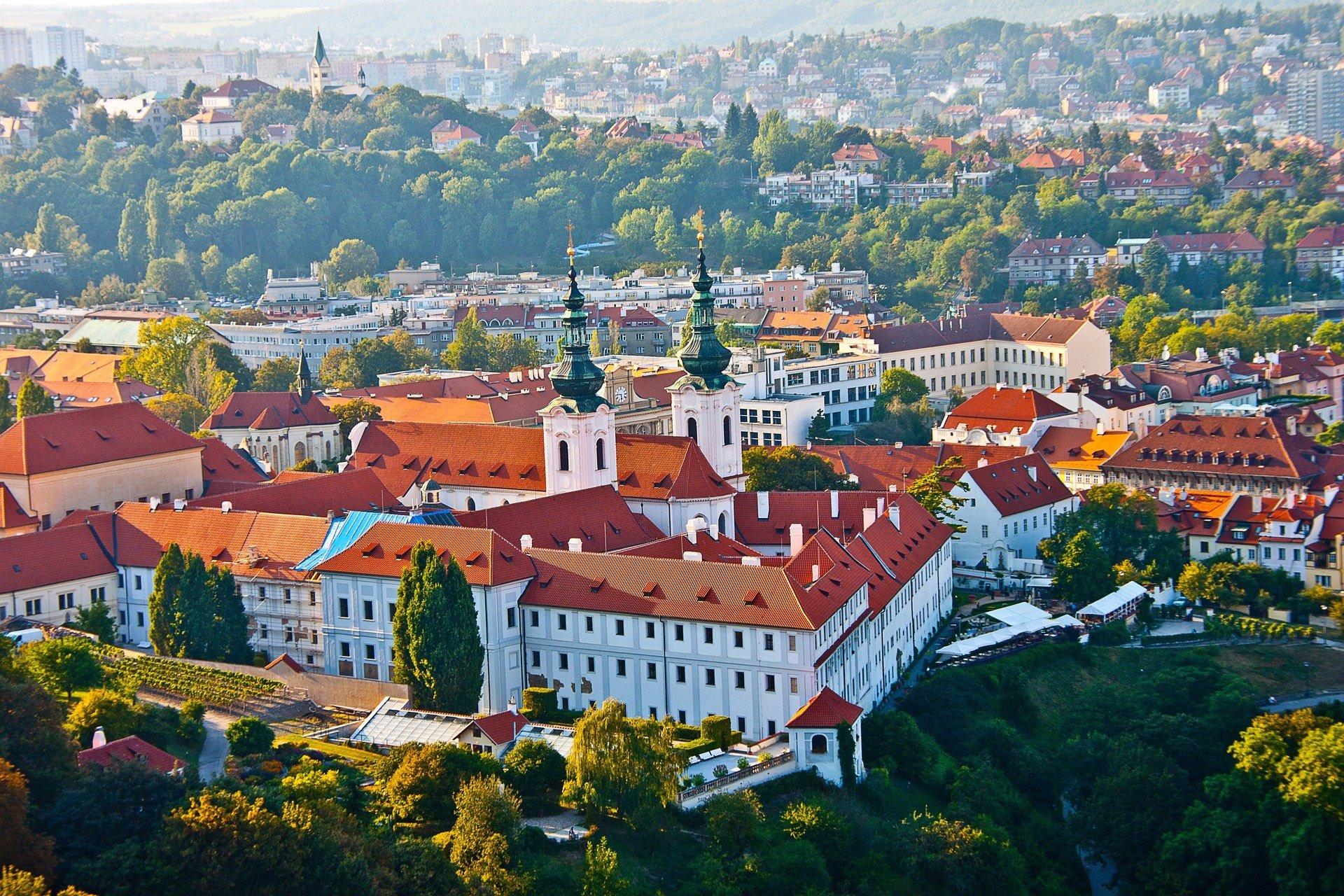 Тури до Європи та подорожі Україною: як спланувати та ціна питання