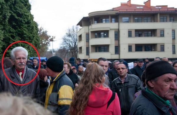 Пенсіонера, який подякував Порошенку за бідність, помітили під час мітингу Тимошенко