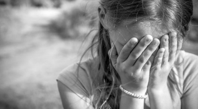 12-річна мукачівка працювала, аби прогодувати себе та молодшу сестричку, поки їхні батьки пиячили