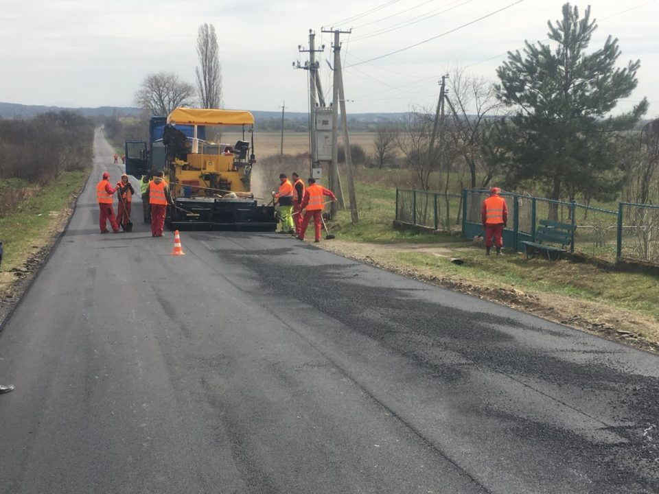 """На Ужгородщині ремонтують дорогу """"Підгорб – Дубрівка"""""""