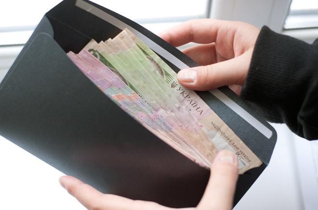 Середня зарплата в Україні зросла на 2,2%