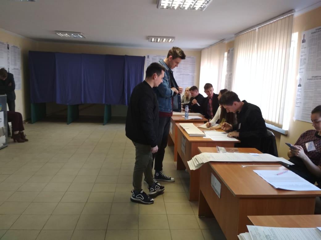 В УжНУ студенти не поспішають на вибори