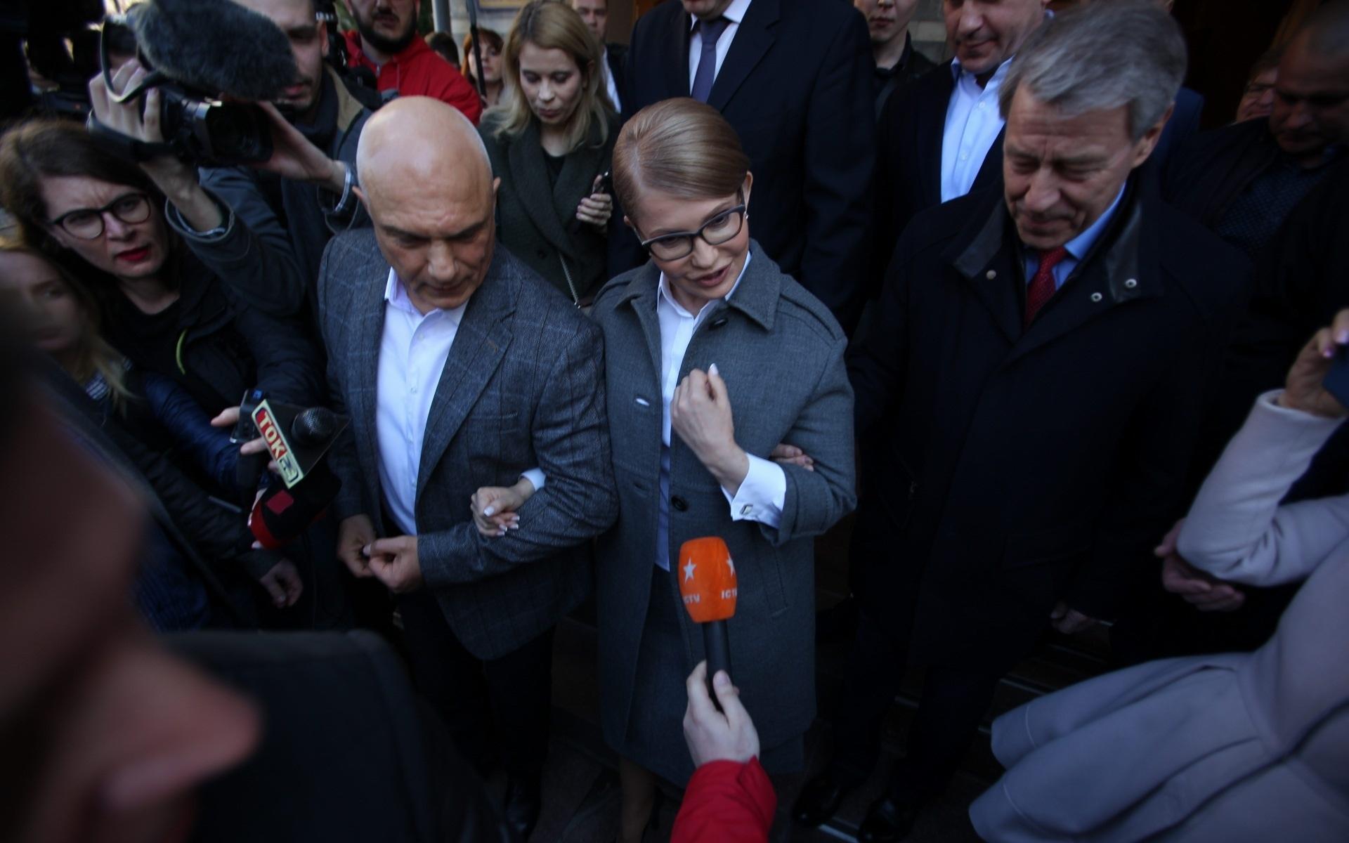 Тимошенко прийшла обирати майбутнього Президента України зі своїм чоловіком