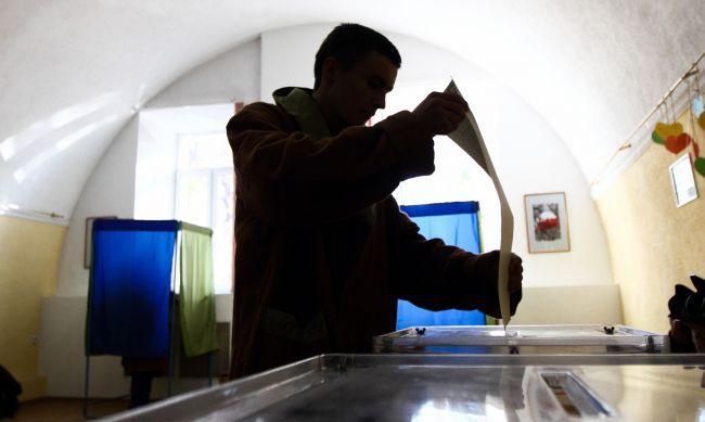 У Мукачеві заробітчани першими прийшли голосувати на виборах, аби встигнути повернутись до Словаччини і завтра вийти на роботу