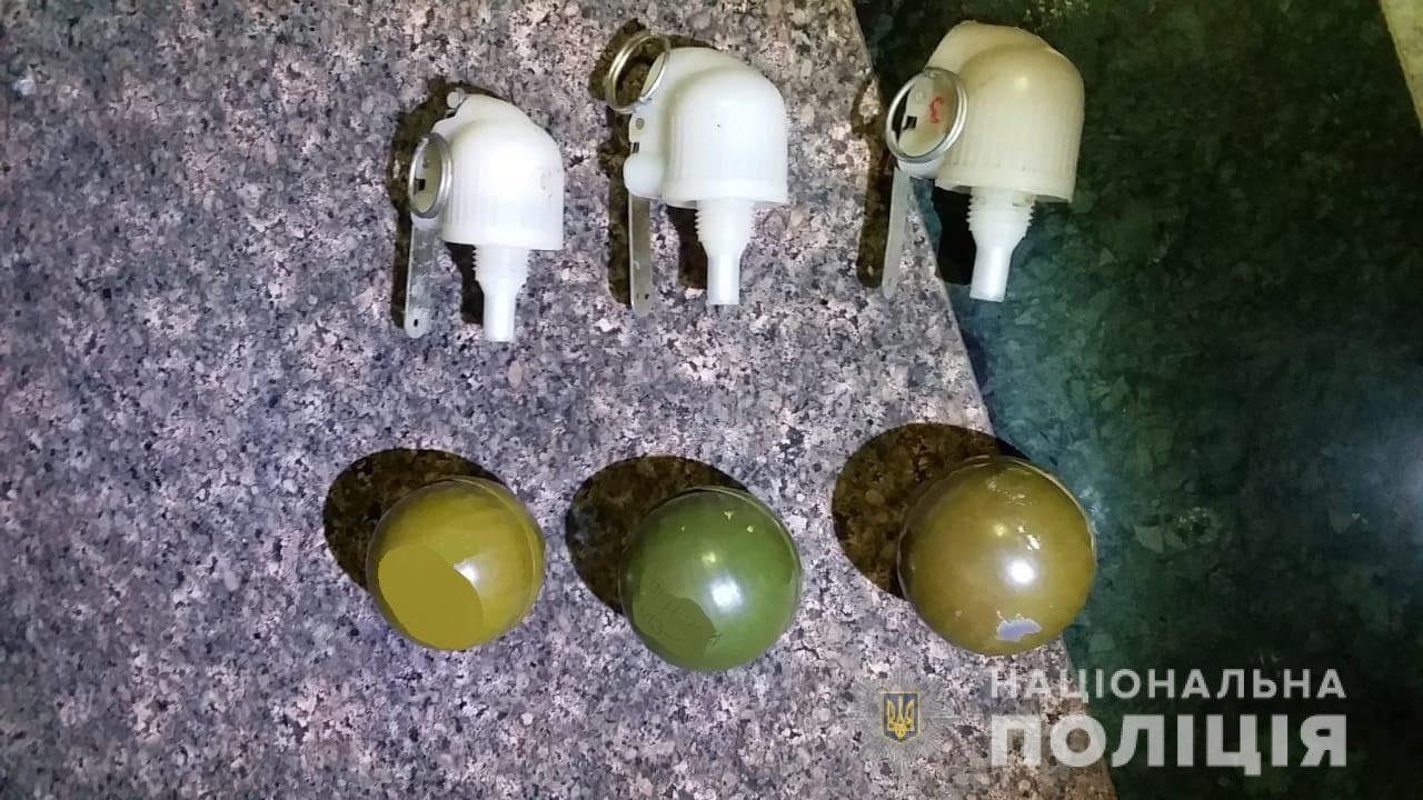 На Ужгородському вокзалі виявили предмети, схожі на гранати