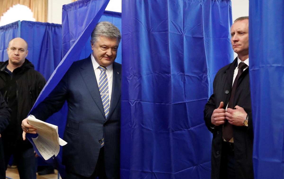 Петро Порошенко разом із сім'єю прийшов голосувати