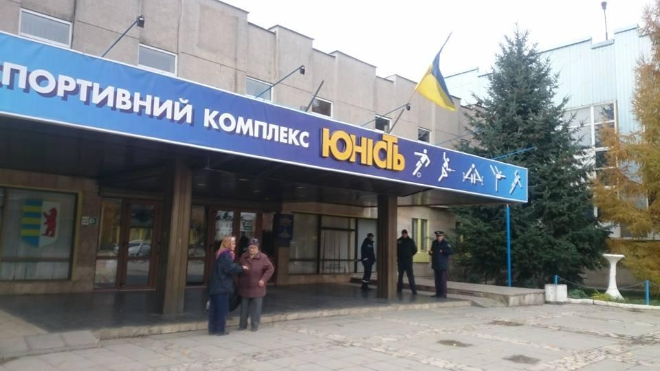 Ужгородці скаржаться на технічний стан однієї з виборчих дільниць