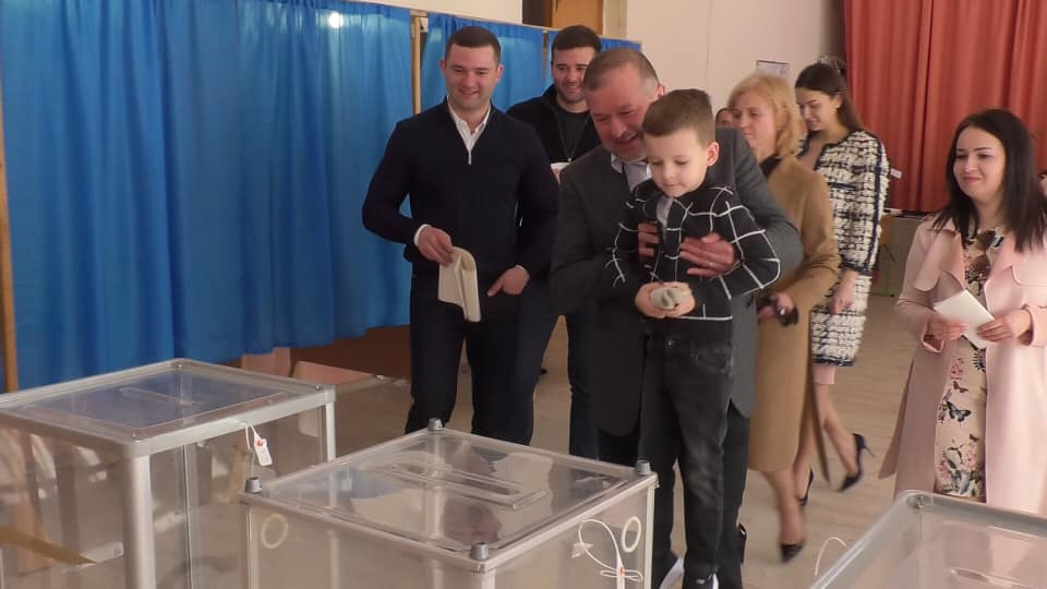 Віктор Балога прийшов із сім'єю на вибори