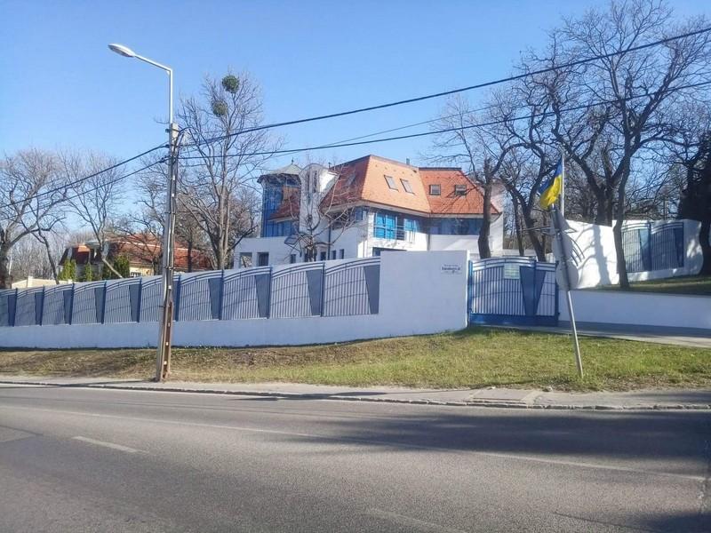 Українці в Будапешті не поспішають голосувати за нового Президента України