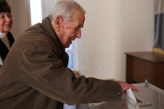 В Ужгороді 101-річний чоловік особисто прийшов проголосувати за Президента України
