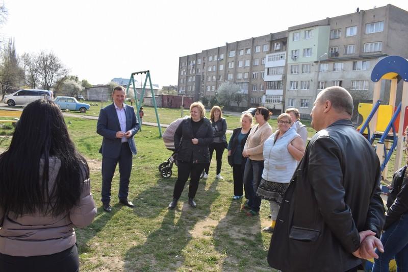 В Ужгороді на ремонт покрівлі багатоповерхівки по вулиці Можайського із міського бюджету виділили 240 тисяч