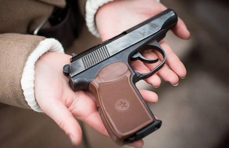 Закарпатці здають у поліцію незареєстровану зброю