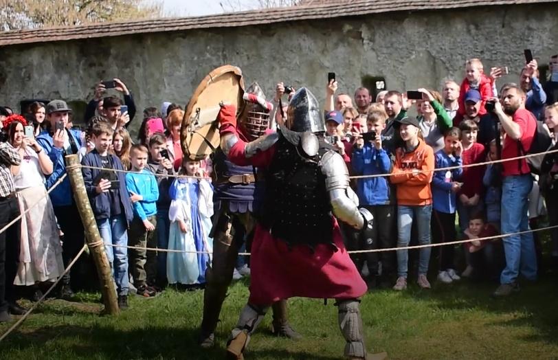"""У селі Довге пройшов середньовічний фестиваль-реконструкція """"Dowhe Casrum fest""""."""