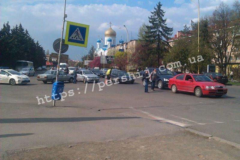 В Ужгороді на проспекті Свободи сталися дві аварії