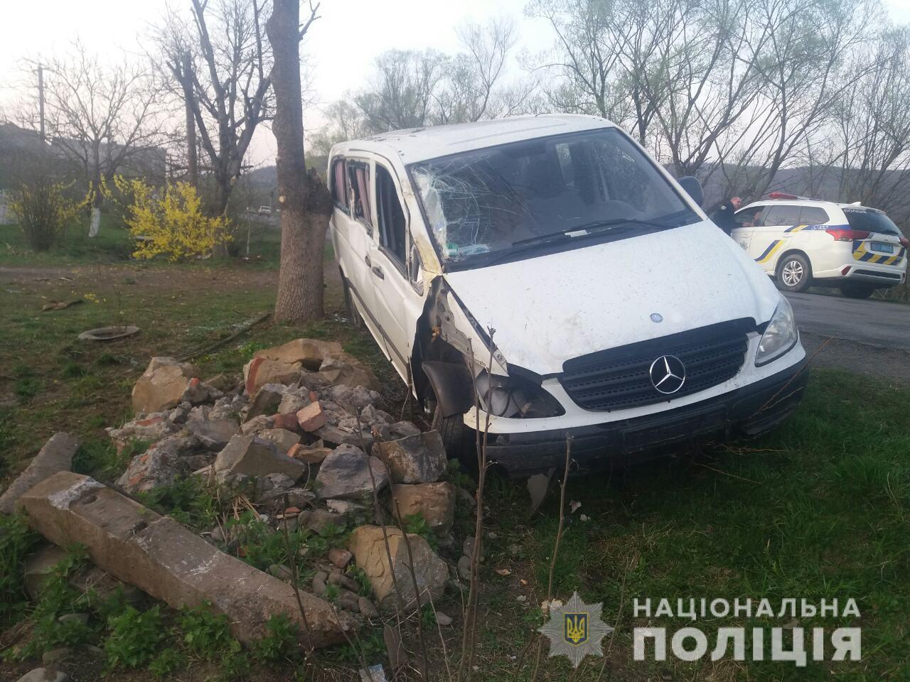 П'яний водій мікроавтобуса скоїв аварію у селі Мирча Великоберезнянського району