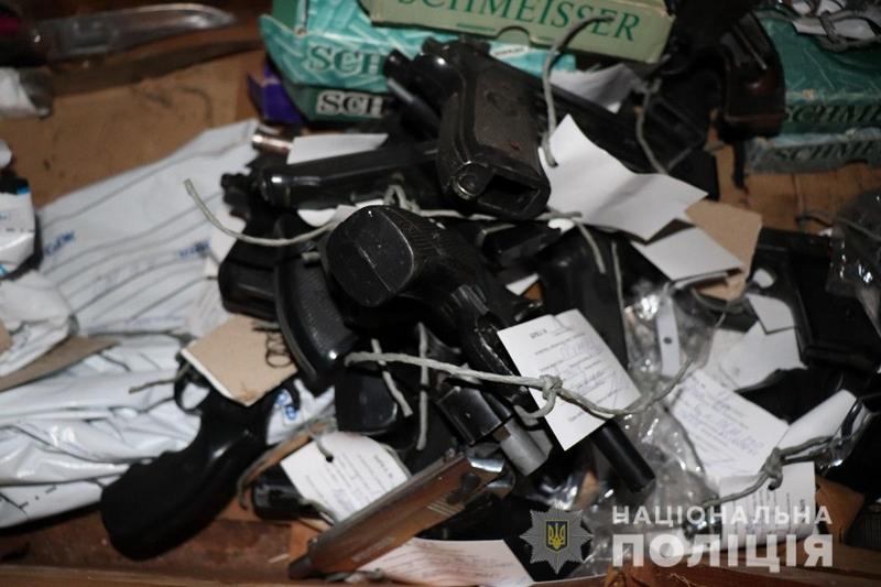 На Закарпатті триває квітневий місячник добровільної здачі зброї до поліції