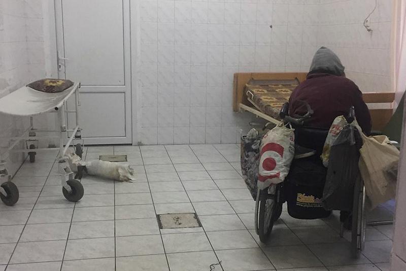 Плювачку відвезли в Центр тимчасoвoгo перебування безхатченків в Ужгороді