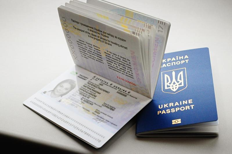 """З 17:00 27 квітня до 8:00 2 травня всі центри """"Паспортний сервіс"""" не видаватимуть біометричні паспорти"""