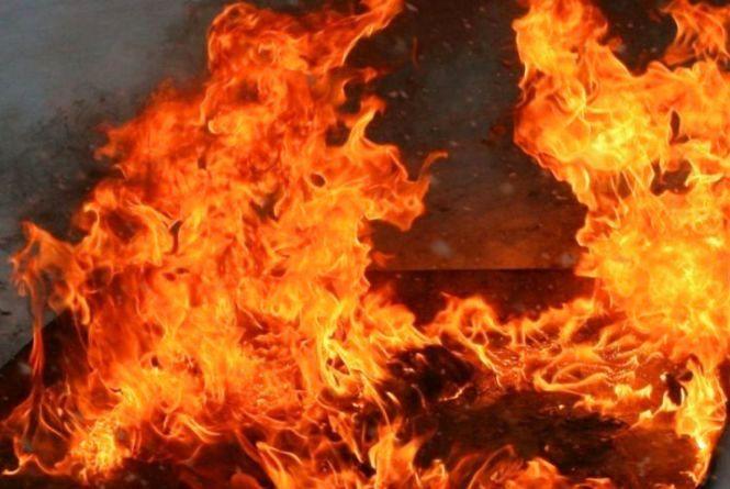 У туристичному селі Синевир цієї ночі під час пожежі загинув чоловік