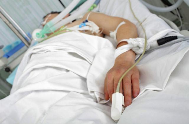 Лікарі розповіли про стан мукачівця, якого жорстоко побили у Росвигові ввечері 12 квітня