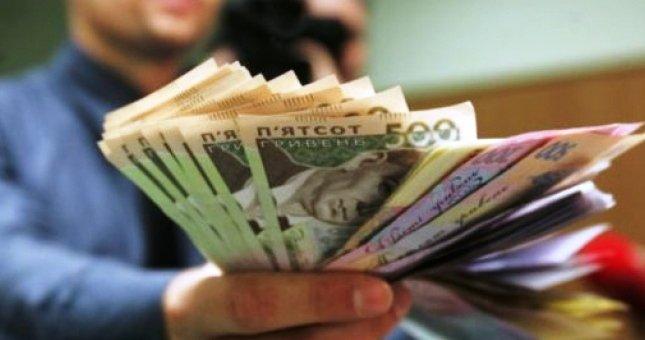 Зарплати закарпатських мерів: хто з міських голів отримує найбільше грошей