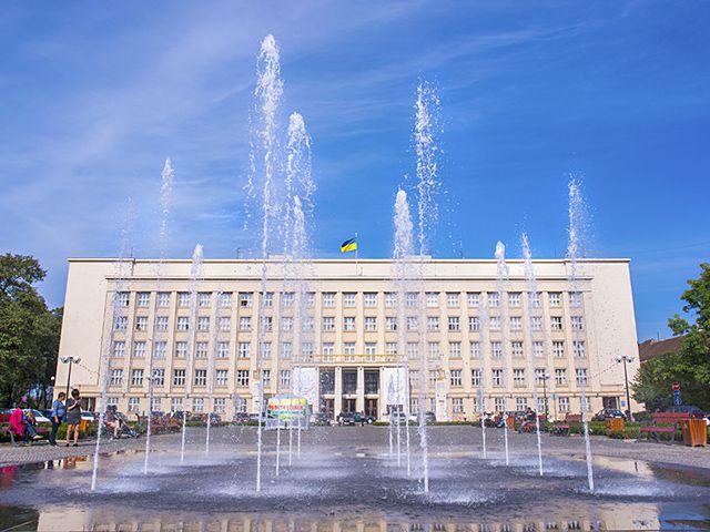 Завтра зранку в Ужгороді обмежать рух на площі Народній