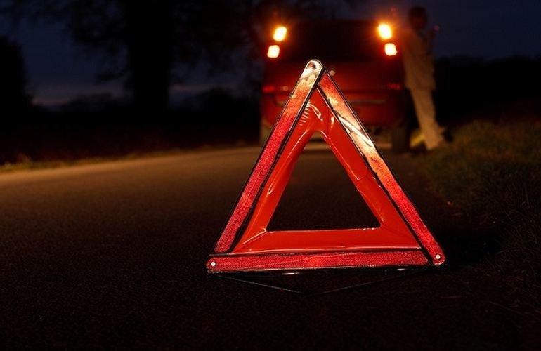 Вночі на дорозі між Виноградовом і селом Мала Копаня сталася аварія. Мікроавтобус перекинувся на дах