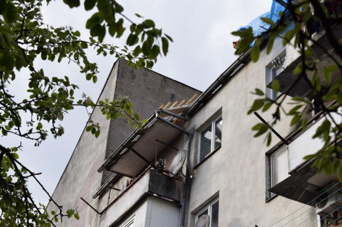 В Ужгороді починають капітальний ремонт даху однієї з багатоповерхівок