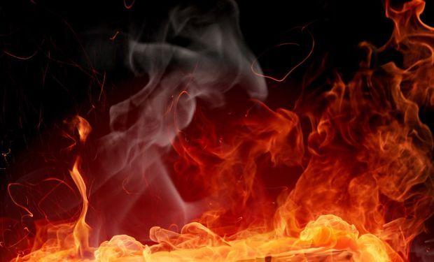 На Рахівщині в селищі Великий Бичків вночі гасили пожежу
