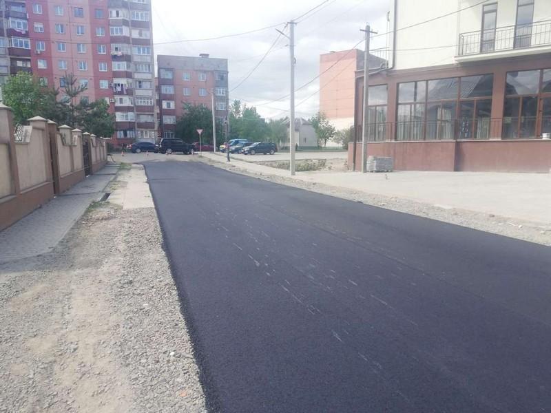 У Мукачеві завершують ремонт дороги на вулиці Дмитра Яворницького