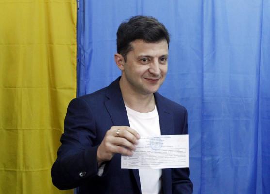 Користувачі Фейсбуку звернули увагу на витівку Зеленського під час голосування