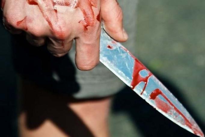 Чоловіку, який вдарив ножем лікаря, повідомлено про підозру